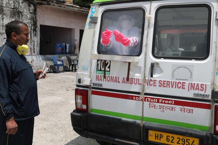 Há cerca de 60 mil casos de covid-19 na Índia