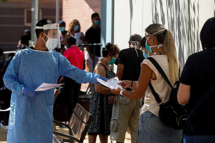 O país tem mais 40 mortes com a doença notificadas nas últimas 24 horas, menos duas do que na quarta-feira