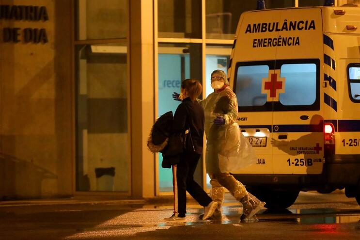 Entre fevereiro e março deste ano regista-se uma quebra de 36,5% (menos 181 849) episódios de urgência