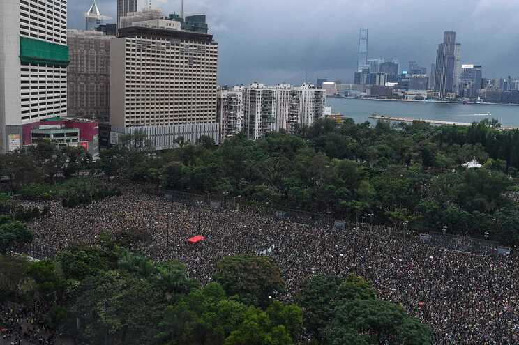 Manifestação organizada pela Frente Cívica de Direitos Humanos no Parque Victoria, em Hong Kong, em 2019