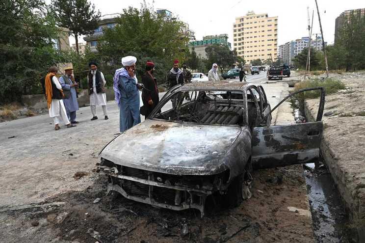 Um dos projéteis atingiu uma casa em Cabul e fez dez mortos e cinco feridos, na maioria crianças