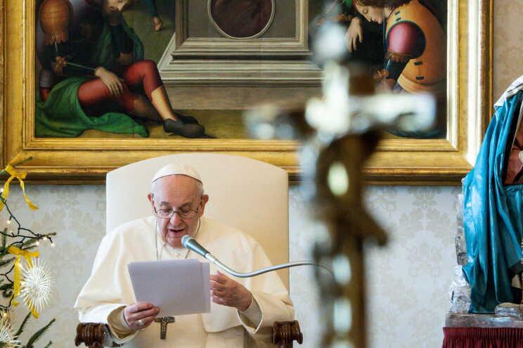 Dor ciática impede Papa Francisco de presidir à missa de Ano Novo