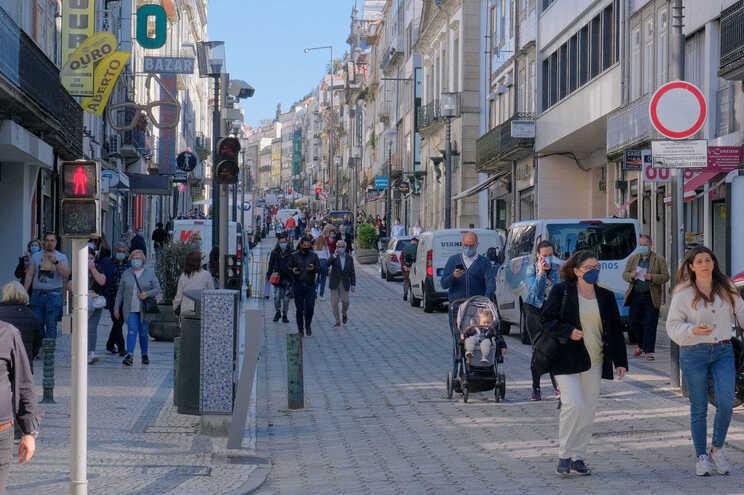 Câmara do Porto avança com mais isenções para comércio, turismo e serviços