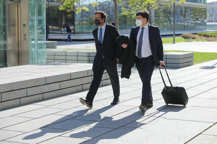 O advogado de Ricardo Salgado, Francisco Proença de Carvalho, à esquerda