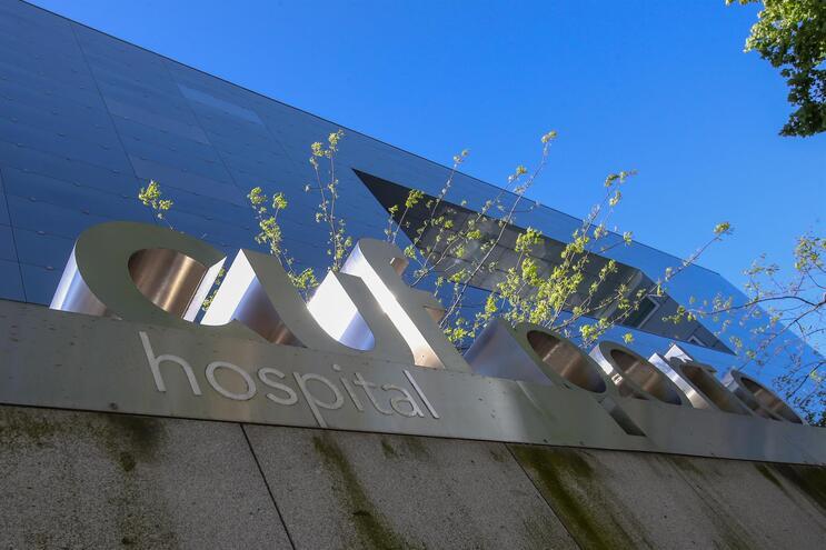 a AdC defende que os grupos CUF, Trofa Saúde, Lusíadas, Luz Saúde e Hospital Particular do Algarve se