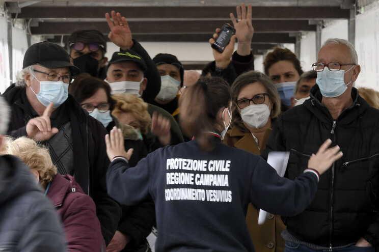 Na Itália foram administradas um total de 11.850.555 doses, enquanto 3.653.66 pessoas foram imunizadas