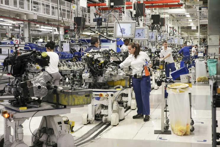 Pré-acordo laboral prevê aumentos salariais