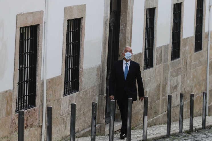 Marcelo Rebelo de Sousa à chegada para a entrega das assinaturas de formalização da candidatura presidencial