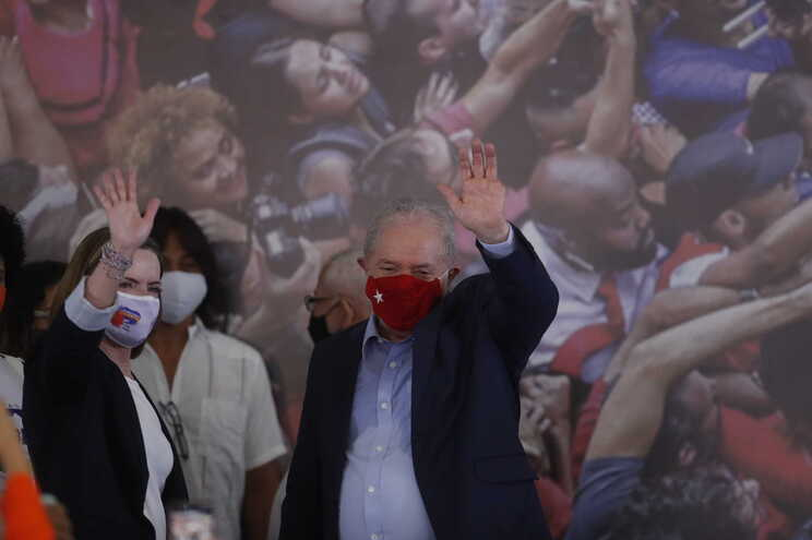 Gleisi Hoffmann, presidente do PT, ao lado de Lula da Silva
