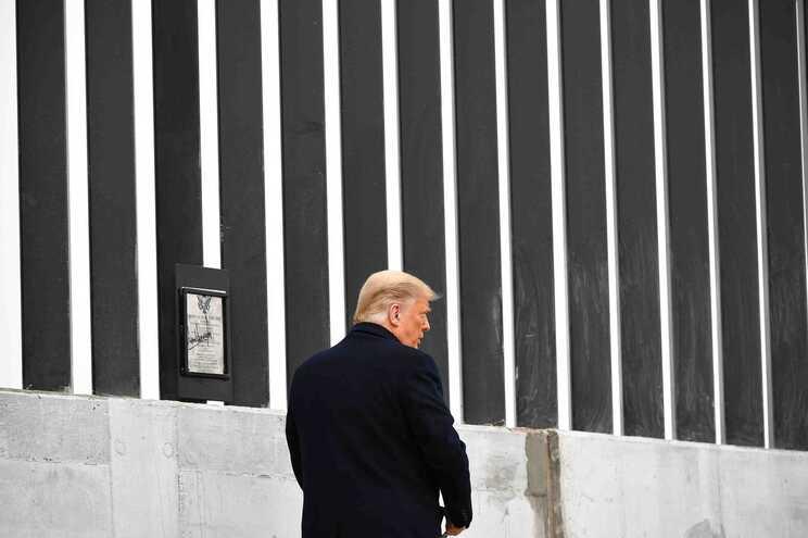 Trump junto ao muro no Texas (janeiro de 2021)