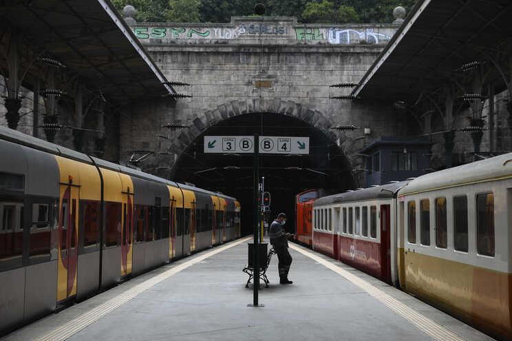 Dos 284 comboios que circularam, 242 realizam-se no âmbito dos serviços mínimos definidos