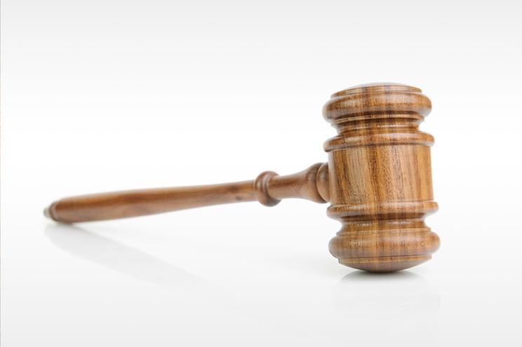 Internado pelo tribunal após ameaçar mãe de morte por causa de droga