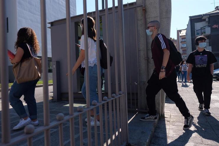 Alunos entraram de máscara na secundária Aurélia de Sousa