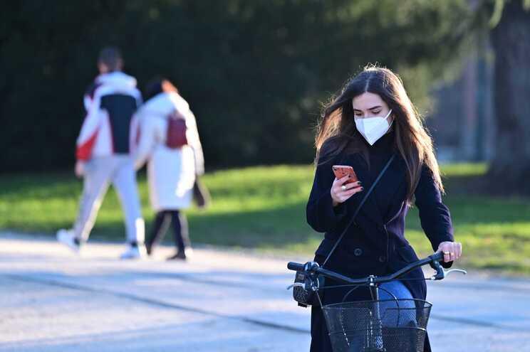 Comissão Europeia defende que outras mutações do vírus podem surgir no futuro