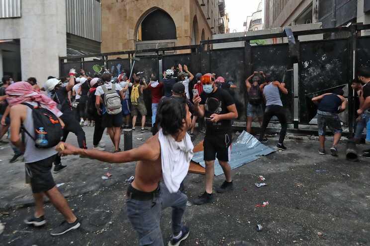 Protestos têm-se sucedido em Beirute, capital do Líbano