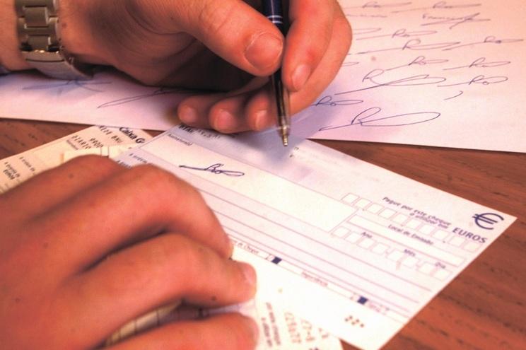 O indivíduo é suspeito de ter falsificado a assinatura do irmão