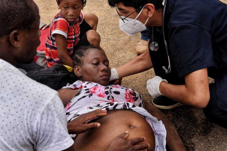 Peru barra migrantes que querem fugir da pandemia no Brasil