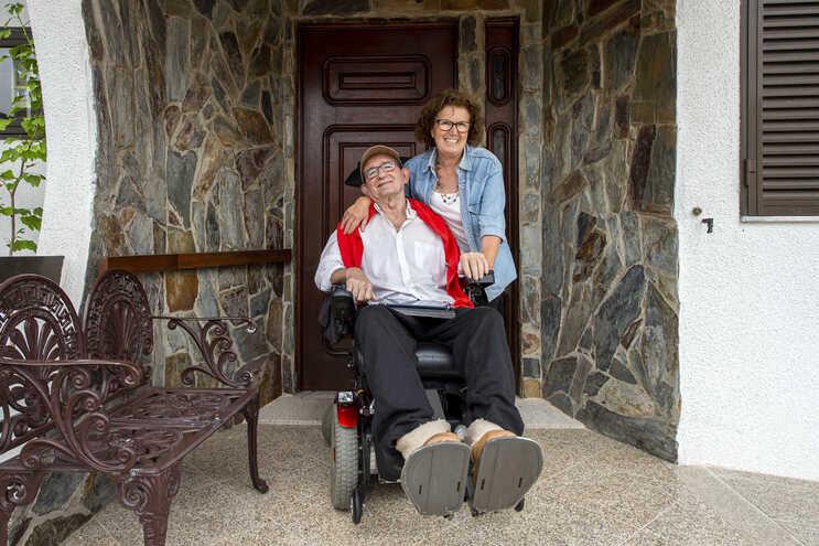 Diagnosticado com ELA aos 58 anos, Joaquim foi perdendo o domínio da parte motora até deixar de andar