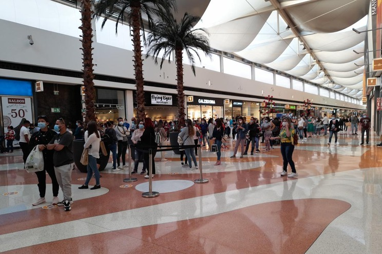 Filas na reabertura dos centros comerciais da Grande Lisboa