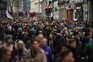 Milhares de pessoas manifestaram-se este sábado, no centro de Londres, contra o confinamento imposto