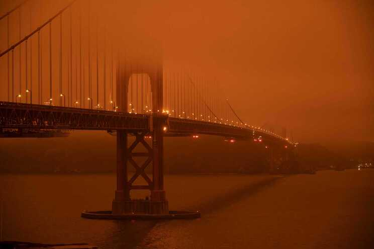 Céu da Califórnia (EUA) pintado de laranja em setembro de 2020. O estado é regularmente afetado por fortes
