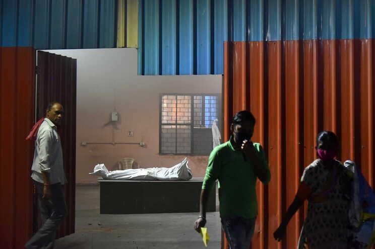 Milhões terão morrido na Índia por covid-19 sem serem contabilizados