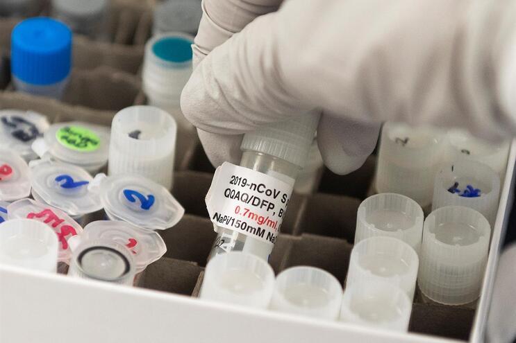 Covid-19 sem vacina ou tratamento nos próximos meses, diz ECDC
