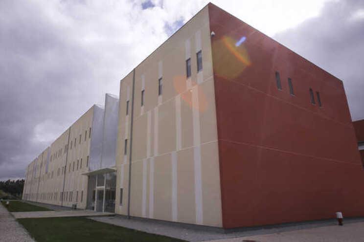 Dois estudantes feridos num incêndio em laboratório da Universidade de Aveiro