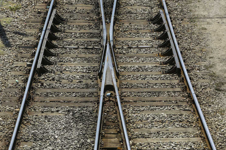 Mulher morre colhida por comboio em Algés