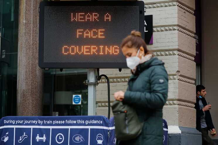 Nos últimos sete dias morreram no Reino Unido 1398 pessoas vítimas de covid-19, uma média de 200 por