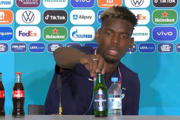 Gesto de Pogba foi semelhante ao de Cristiano Ronaldo na conferência de imprensa
