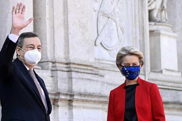 Primeiro-ministro italiano, Mario Draghi, e a presidente da Comissão Europeia, Ursula von der Leyen