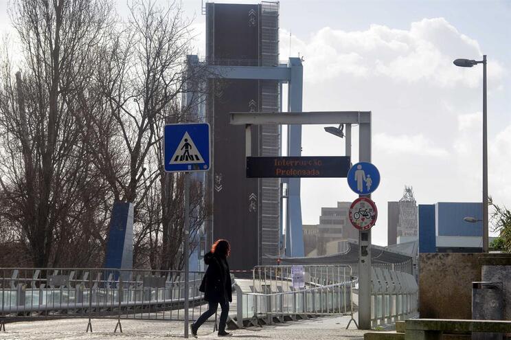 Ponte móvel de Leixões reabriu