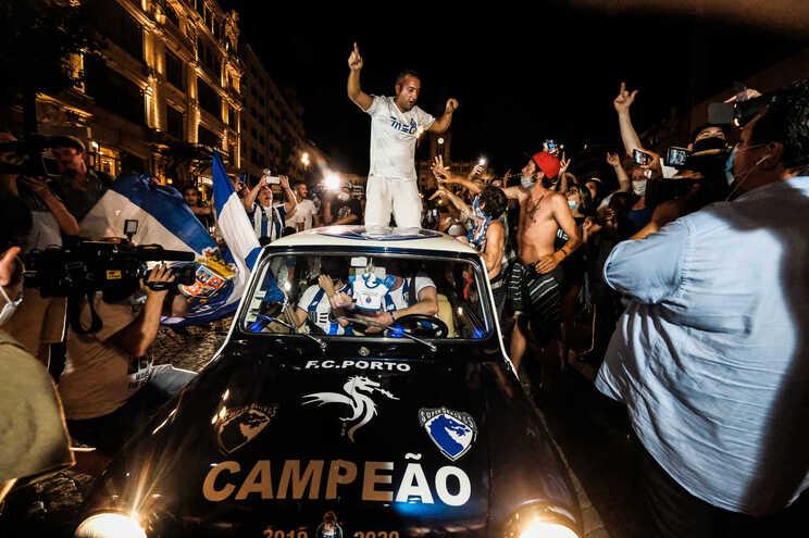 F. C. Porto campeão leva milhares às ruas em todo o país
