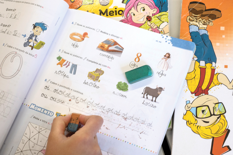 Burocracia atrasa entrega de vouchers para livros escolares