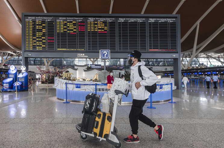 Viajantes oriundos de Portugal devem fazer quarentena antes de partirem para a China