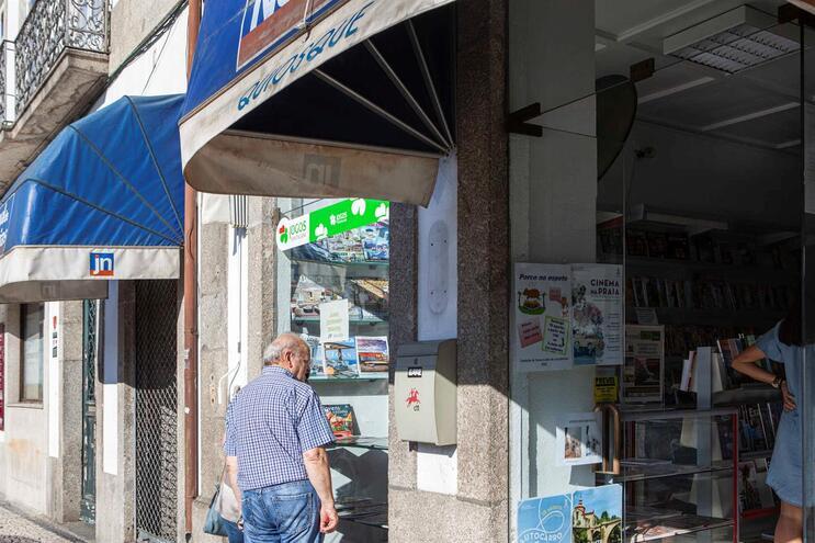 """""""Direito à informação"""": Quiosques abertos para fomentar venda de jornais"""