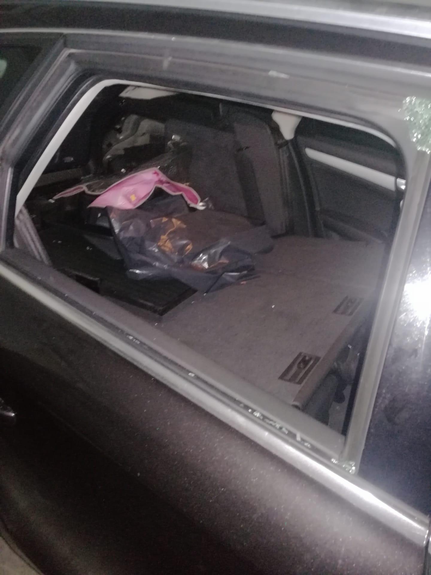 Assaltaram garagem de prédio para levar jantes e bancos de carros