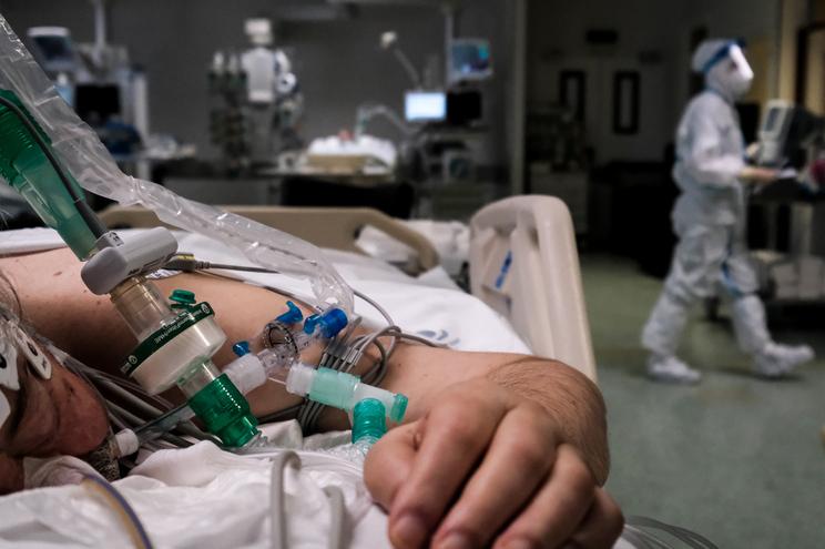 Número de doentes internados tem descido mas ainda apresenta números elevados