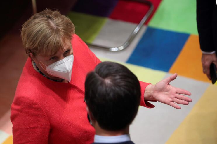 A chanceler alemã, Angela Merkel, e o primeiro-ministro holandês, Mark Rutte