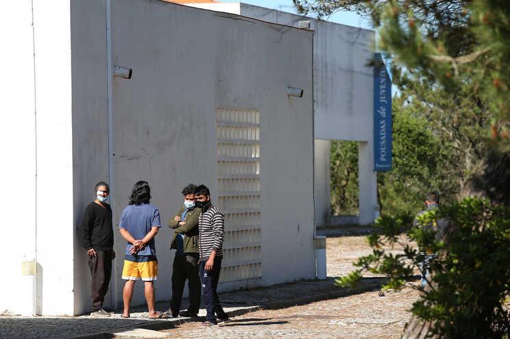 Fachada da Pousada da Juventude de Almograve, onde foram instalados alguns trabalhadores emigrantes,