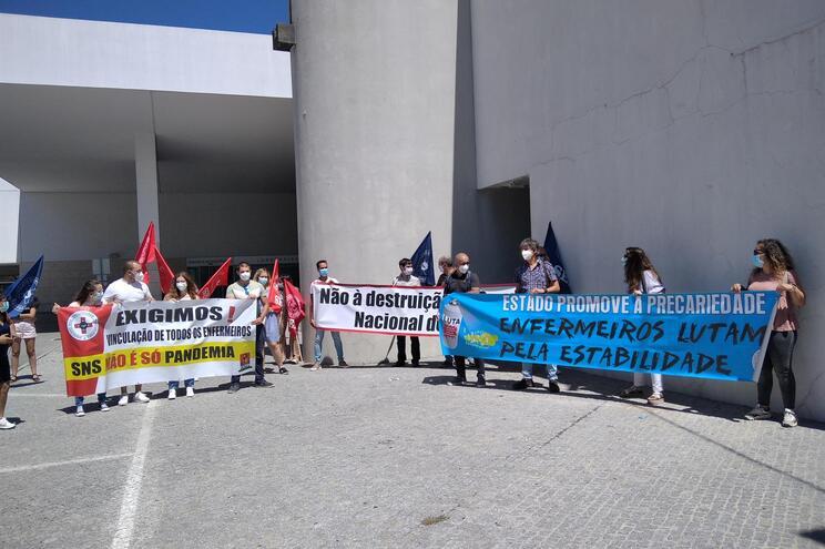 Enfermeiros sem vínculo em protesto na Guarda