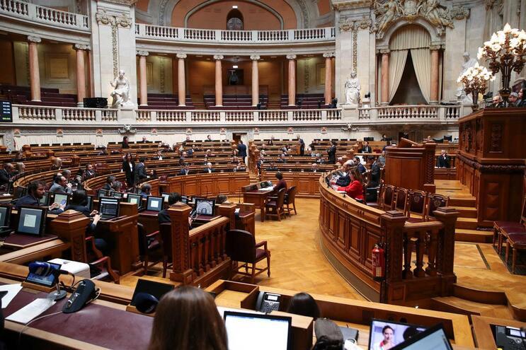 Parlamento o orçamento suplementar de resposta à crise