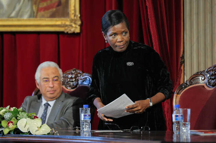 "Costa reafirma ""total confiança política"" na ministra da Justiça"