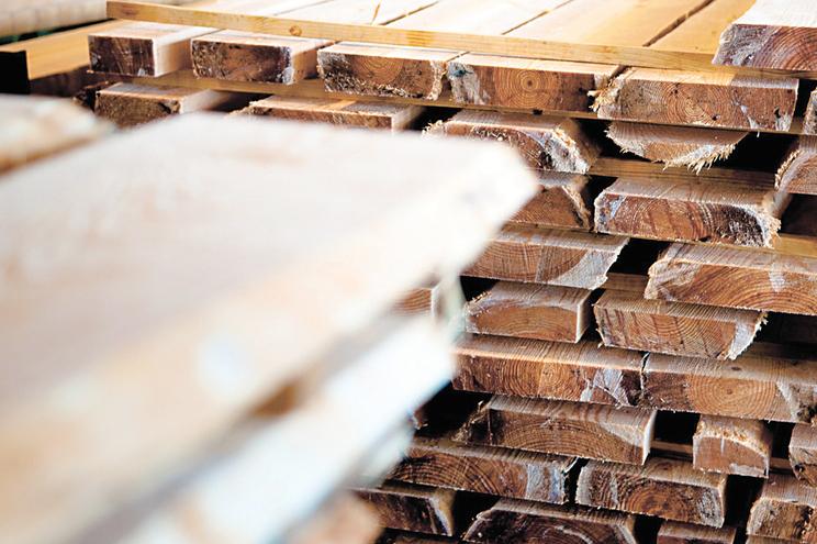 Empresários do setor do mobiliário foram acusados de crimes de associação criminosa, desvio de subvenção