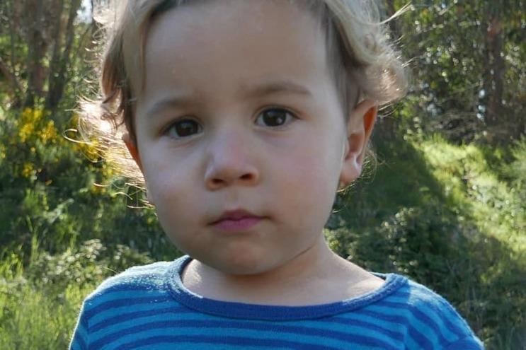 O pequeno Noah, de dois anos e meio, esteve desaparecido durante 36 horas, mas foi encontrado com vida