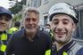 George Clooney põe mãos à obra e ajuda a recuperar cidade italiana