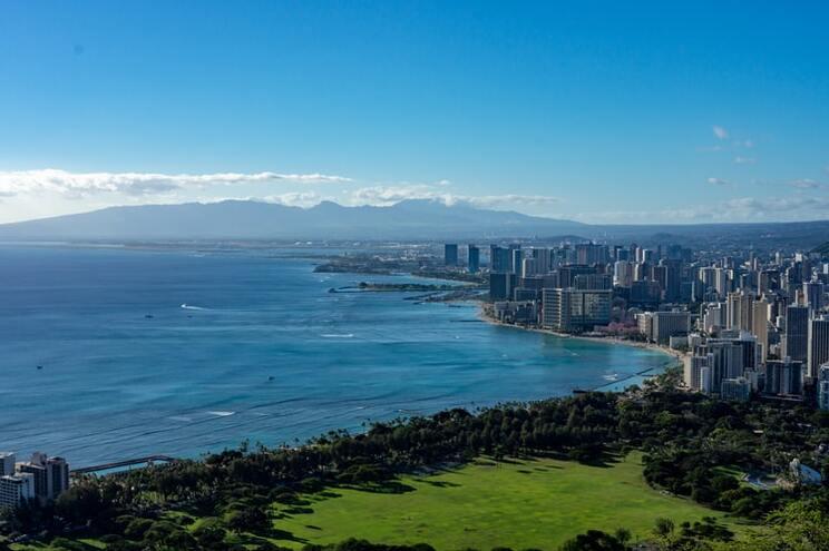 Avião de carga aterrou no oceano Pacífico, ao largo de Honolulu, Havai, Estados Unidos