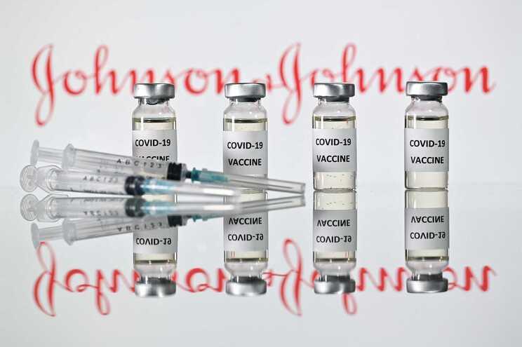 """Vacina da Johnson & Johnson deve ser retomada com """"restrições"""" nos EUA"""