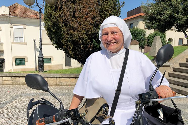 Mandado de detenção emitido cinco dias antes não evita morte de freira